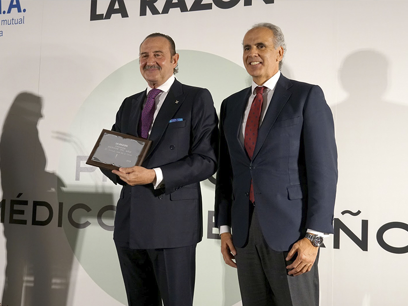 """Manuel J. de la Torre recibe el premio al Médico del Año por """"toda una vida al servicio del paciente''"""