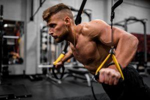 El TRX es uno de los nuevos deportes que mejoran la musculatura de la espalda