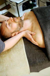 Se calcula que alrededor del 80% de la población sufre o ha sufrido de dolor de cuello