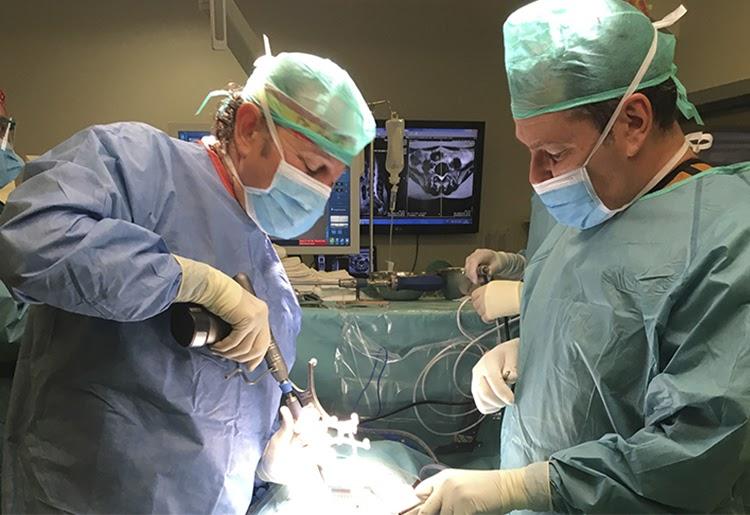 neurocirujano especialista en columna