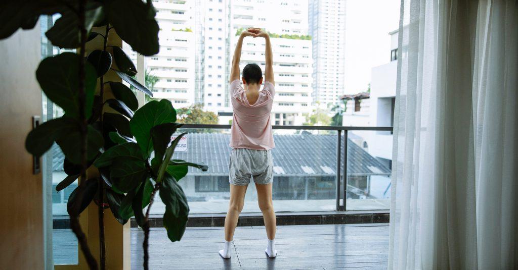 ejercicios para una distensión ligamentosa en la espalda