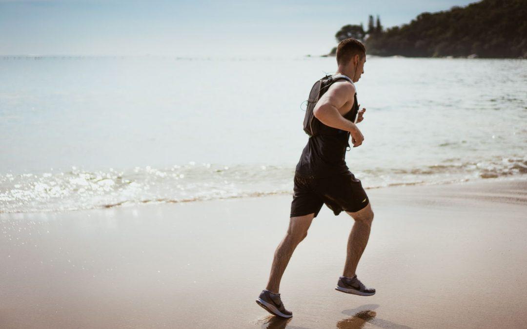 Correr en la playa: ¿Es bueno o malo para la espalda?